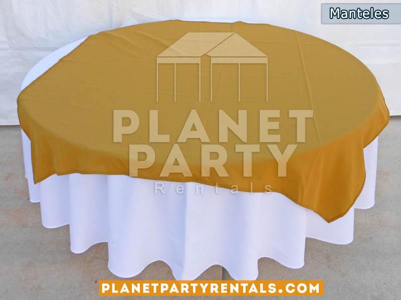 mesa redonda con mantel redondo blanco y diamante oro