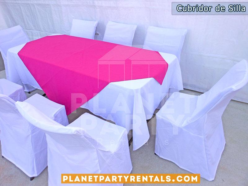 mantel rectangular blanco con diamante fuchsia y sillas con cubridores blancos