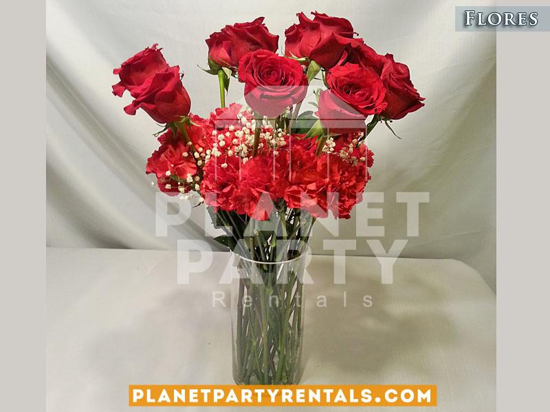 Arreglo de rosas rojas con llovisna en vase de vidrio | San Fernando Valley